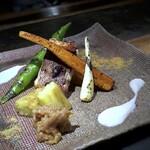 131281153 - *山椒醤油をつけながら焼いた「伊佐木」は、切り身が大きいこと。 お野菜もボリュームがありますし、新鮮ですのでどれも甘いですね。 石鯛の白子ソースや肉味噌と共に頂きますが、美味しい。