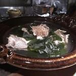 131281171 - メイン料理は「鯛(糸島)」の潮煮と玄海のワカメ。