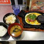 極味や - 定食セット(ご飯・味噌汁・サラダ・デザート)350円です。