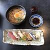 幸寿司 - 料理写真:うどん+にぎり(5貫) ¥1.300 (税別) (右奥は七味唐辛子)