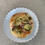 ベーグルサンニーイチヨン - もっちもちの夏野菜のピザ