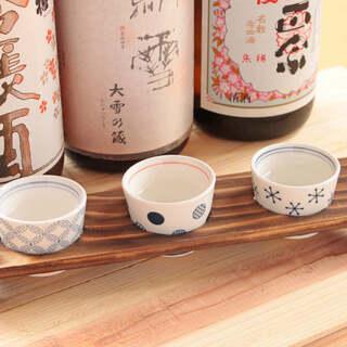 各地の銘酒をセレクト。お好きな日本酒三種飲み比べは780円