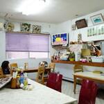はとば食堂 - 何このリラックス感w。沖縄だもの。