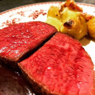 ほとばしる肉汁の厚切りステーキを!
