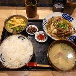 かどはち 燻 - 牛スジ肉豆腐 650円(ご飯大盛り無料)