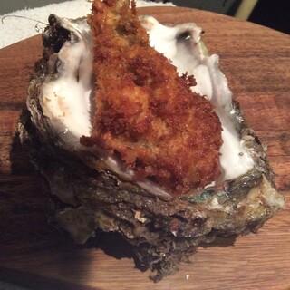 岩牡蠣のくり抜き牡蠣フライ