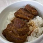 一九ラーメン いち里 - 角煮丼はこんな感じ。角煮はもちろん、タレのかかったご飯がこれまた美味ぁ。