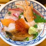 海鮮丼の駅前 - 海鮮丼上 790円+税