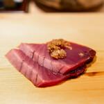 鮨 すが弥 - 鰹 山わさびと白葱の薬味