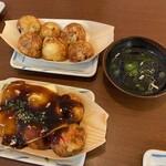 串かつ・たこ焼き 味の大丸 - タコ焼き(出汁とチーズ)