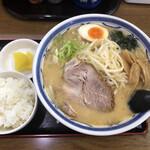 みそラーメンの喜亭 - 料理写真:生姜ニンニク味噌ラーメンと小ライス