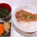 清香園 - 黒毛和牛肩ロース焼肉丼S