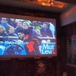 バズーカチャンネル - 約100インチの大型スクリーンにはスポーツ等の映像が流れる