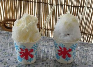 塚本氷問屋 - (2012/8月)左:ハチミツ&ミルク 右:ミルク&アンコ