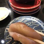 産直グルメ回転寿司 函太郎Tokyo - はまち264円。養殖技術の向上は素晴らしいですね。多少くたびれた感じでしたが、臭みもなく、美味しかったです(^。^)