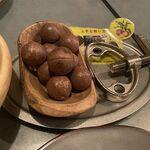 薪焼ビストロ CAMPFIRE - 付き出しのマカダミアナッツ