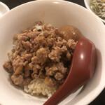 台湾家庭料理 めめ - 料理写真:ルーロー飯