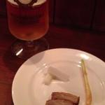 居酒屋ドリトル - お通しと飲みかけビール(笑