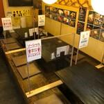 やきとり居酒屋どん - 飛沫防止のパーテーションを設置しています。