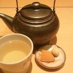13137737 - そば茶と和菓子