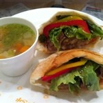 Brunch cafe LAPIN - ピタパンバーガー、スープ付き