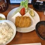 131387072 - 特ヒレかつ+セットメニュー(ご飯・赤出汁・お漬物)