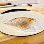 難波 鮨 栞庵 やましろ - 小鯛の昆布〆