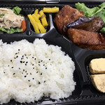 月tokkury - ブリとナスの煮物弁当 600円