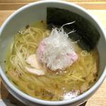 131392389 - 煮干し塩らぁ麺_950円