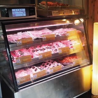 【店内にて併設!】食べた肉を買って帰れる!『精肉店肉の牛京』