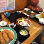 131397513 - まるでカップルのようにシラスイクラ丼を挟みこみ、生帆立アジフライを頼むおれたち