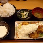 どんぶり専科 丼々屋 - 「エビとり定食」766円