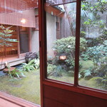 飯田 - 中庭も素敵です~!