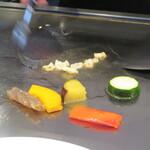 プレミアム 听 - まずはお野菜から焼かれます