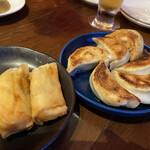 なかよし餃子 エリザベス - 豚と生姜の焼餃子、鶏と梅チーズの揚げ春巻