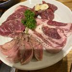 羊肉炭火焼 肉汁屋 - ゴージャス4種盛り(ヒレ、サーロイン、芯たま、タン)