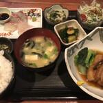 むちゃく - 真鯛の刺身と豚の角煮=900円