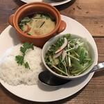 Thai Dining nana - ゲーンキャオワーンガイ(750円)