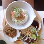 タケル カフェ - アボカド・サーモン・豆腐丼