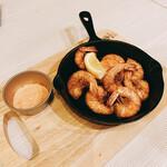 チキンバル 伊太利亭 - 海老味噌たっぷり  有頭海老のアヒージョ