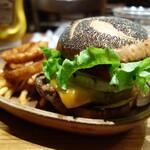 クアアイナ - チェダーチーズハンバーガー1350円