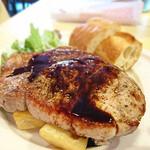 パリ4区 - 厚切り豚ロース肉のソテー