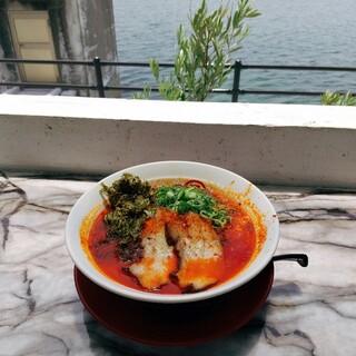 小豆島ラーメンHISHIO - 料理写真:海~ テラス席で。