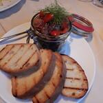 131455462 - ホンカツオのタルタル(生ユッケ的な)パネ・トスカーナのトースト