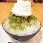 美味一服 めぐり - 氷宇治(700円)にソフトクリームのトッピング(+200円)♪