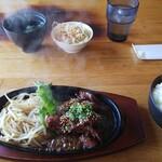 炭火焼 牛心 - ハラミ定食1,400円