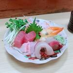 魚万ずし - 料理写真:刺し身盛り合わせ
