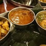 131471450 - (右から)シーフード、ビーフ、豆と野菜