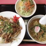 ニュー香蘭 - 限定ランチ:豚肉丼☆半ラーメン