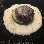 131472559 - 前菜。ポルペッティーネとズッキーニ、ポテトピューレ